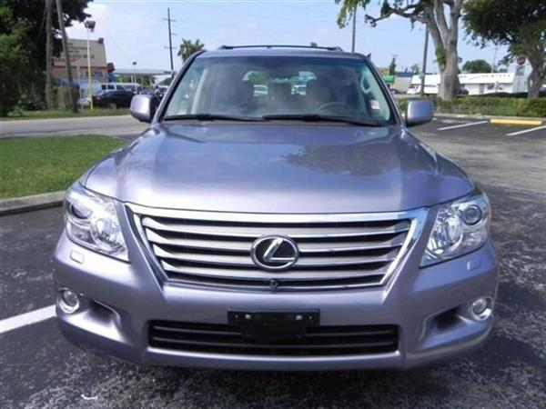 Used 2013 Lexus Lx 570 interested buyer Should Contact me for more details in Dubai, UAE