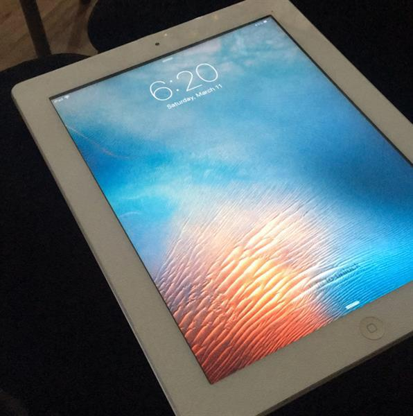 Used Apple Ipad 2 Wifi 64 Gb Only + Free Data Cable For charging And Cover in Dubai, UAE