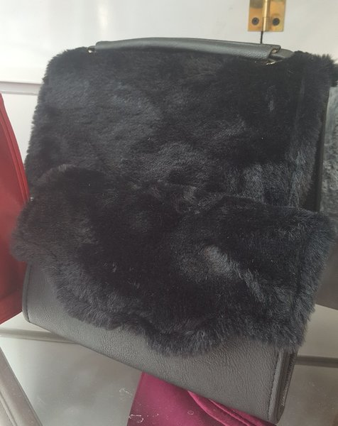 Used 2 for 1 ladies bag with matching wallet in Dubai, UAE