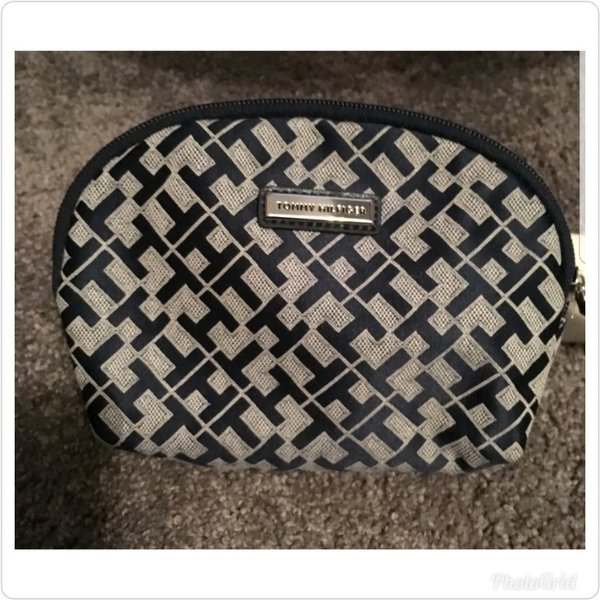 Used Authentic tommy Hilfiger cosmetic pouch in Dubai, UAE