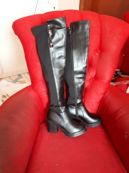 Used Lomg boots fits size-37-38 black color in Dubai, UAE
