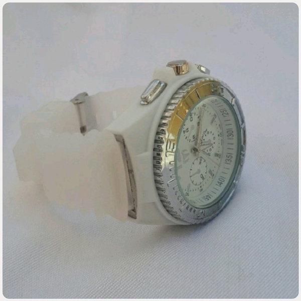 Used White TECHNO MARINE watch.. in Dubai, UAE
