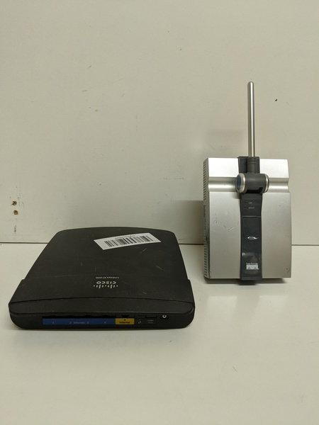 Used Linksys router and extender in Dubai, UAE