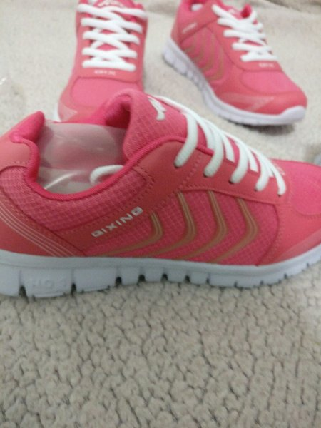 Used Qixing pink shoes in Dubai, UAE
