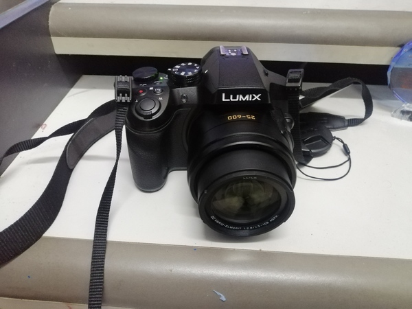 Used Am selling my panasonic lumix fz300 in Dubai, UAE