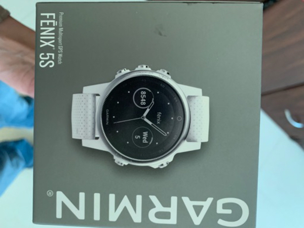 Used Garmin Fenix 5S white brand new in Dubai, UAE