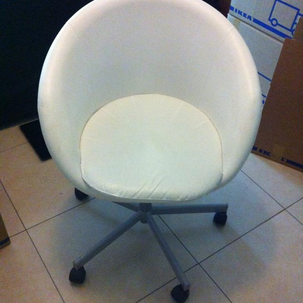 Used Extendable Dining Table And Chairs in Dubai, UAE