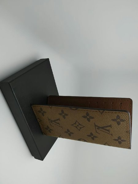 Used New pouch Louis vuitton Unisex in Dubai, UAE
