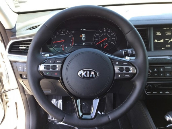 Used Kia Cadenza  in Dubai, UAE