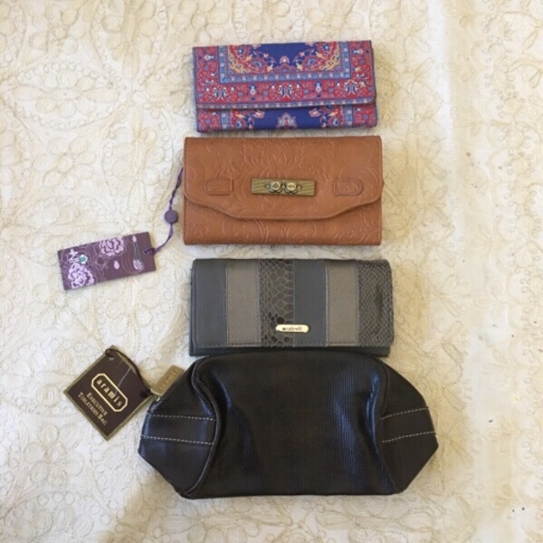 Used BUNDLE of NEW wallets and toiletries bag in Dubai, UAE