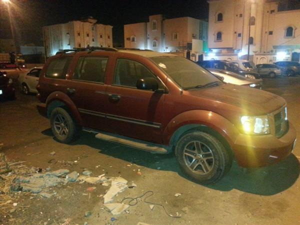 Used Dodge Durango 2008 Half Option With DVD front And Back Seat in Dubai, UAE