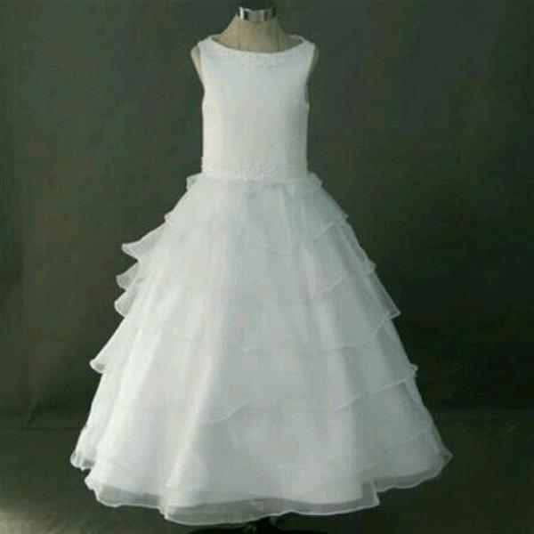 Used Flower Girl Dress. Can Be Use Also For First Communion And Parties. in Dubai, UAE