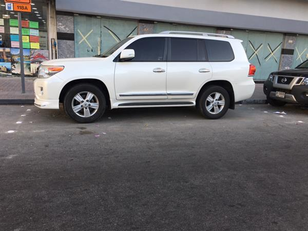 land cruiser v8 GXR full option