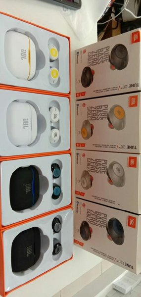 Used Jbl airpods with high bass with case in Dubai, UAE