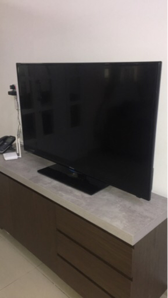 "Used Selling 2 TVs 32"" and 55"" in Dubai, UAE"
