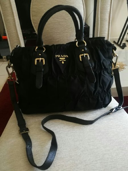 Used PRADA LEATHER HANDBAG..NOT ORIGINAL. in Dubai, UAE
