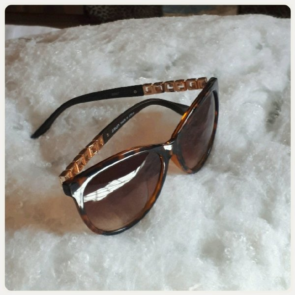 Used Brown sungglass for lady in Dubai, UAE