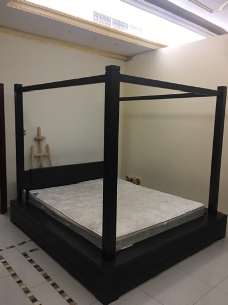Used California King Size Poster Bed  in Dubai, UAE