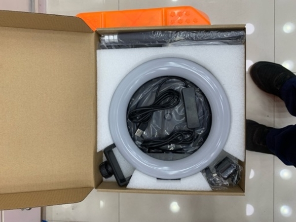 Used 8 inch led ring light for tiktok in Dubai, UAE