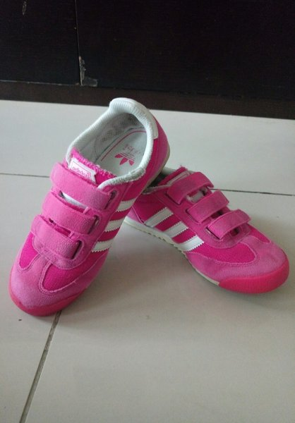 Used Original adidas kids shoes Preloved in Dubai, UAE