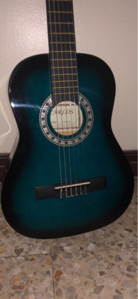 Used guitar in Dubai, UAE