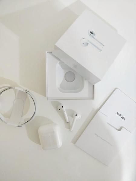 Used AirPods 2 with Wireless charging in Dubai, UAE