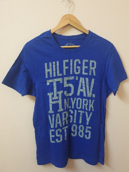 Used Tshirt TOMMY HILFIGER in Dubai, UAE