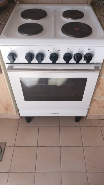 Used BOMPANI ELECTRIC COOKER MINT CONDITION in Dubai, UAE