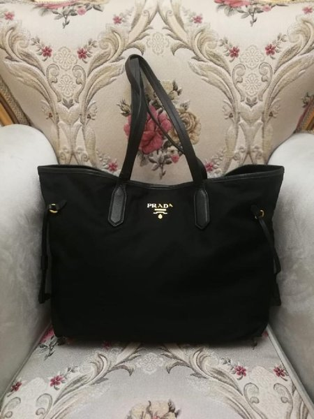 Used ORIGINAL PRADA NYLON TOTE BAG.. in Dubai, UAE