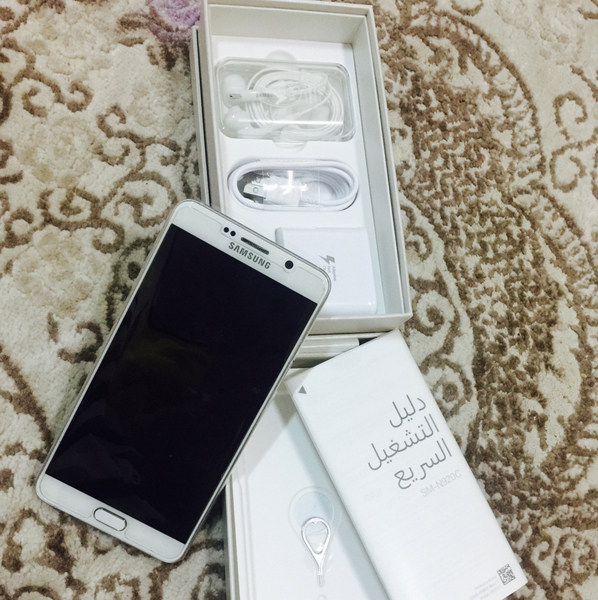 Selling Samsung Note 5 (White) Single Sim in 10/10 condition with original Box and all the accessories. Note:- accessories have never been used. Phone is as good as new used by only one user. Please refer to attached pics.