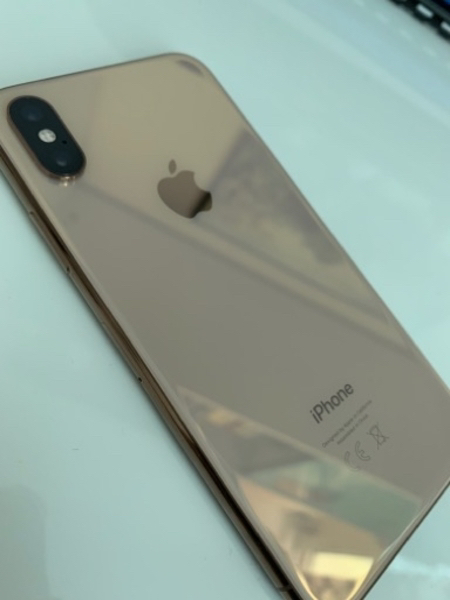 Used iPhone XS new gold 64 gb under warranty in Dubai, UAE