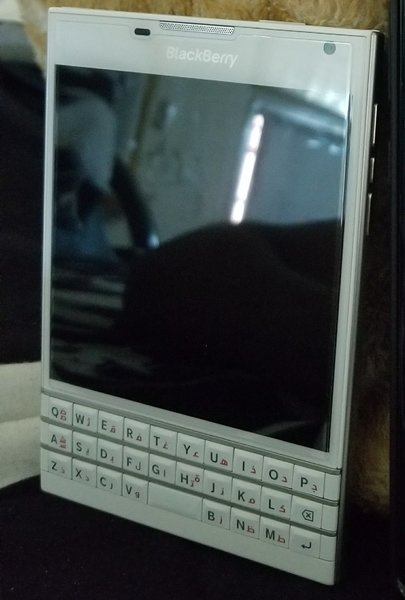 Used BLACKBERRY PASSPORT (NEW) in Dubai, UAE