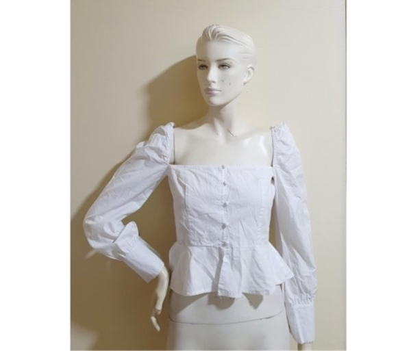 Used White crop top:Small size in Dubai, UAE