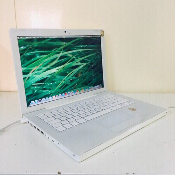 Used MacBook A1181 *read in Dubai, UAE