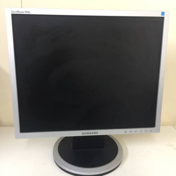 Used Samsung 19 inch lcd monitor # 20 in Dubai, UAE
