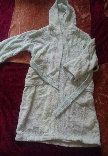 Used Bathrobe from 5-7 years in Dubai, UAE