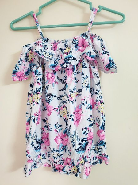 Used 2pcs tops in Dubai, UAE