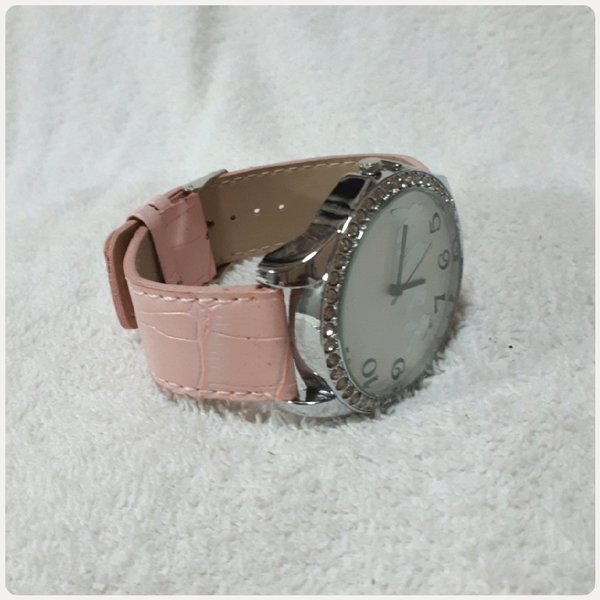 Used Cute pink watch for her...amazing watch in Dubai, UAE