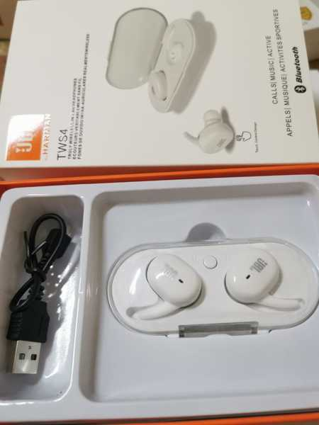 Used White JBL headphone best bazz 🎧👍🔊 in Dubai, UAE