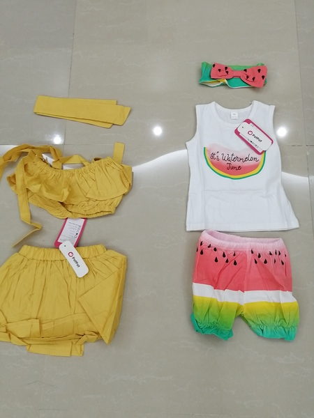 Used 8 new  baby sets 9-12 months in Dubai, UAE