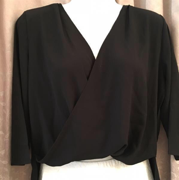 Used New Top-Blouse Size M in Dubai, UAE