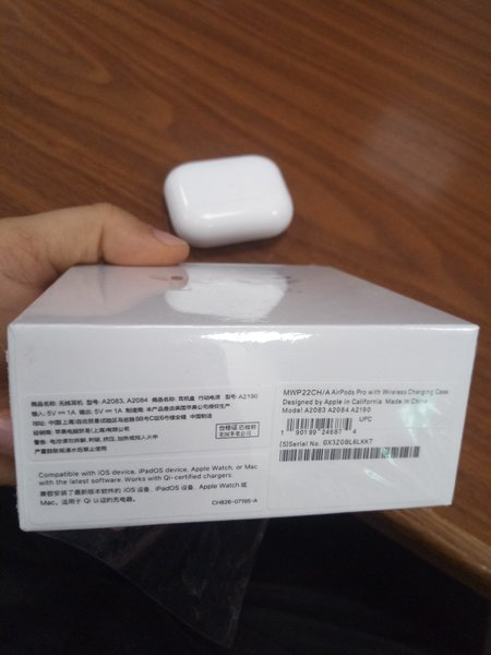 Used AirPods Pro.wireless charging case. in Dubai, UAE