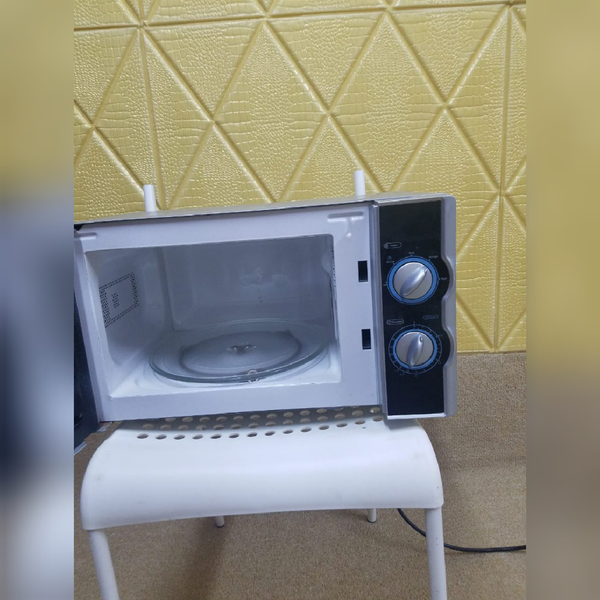 Used Elekta 20L Manual Microwave Oven in Dubai, UAE