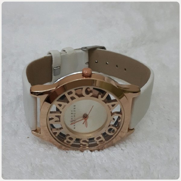 Used Watch white/ rose gold color in Dubai, UAE