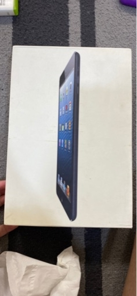 Used Ipad mini (broken,not working) in Dubai, UAE