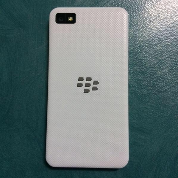Blackberry Z10 , 16 Gb , In Very Good Condition. Details Are In Photos.