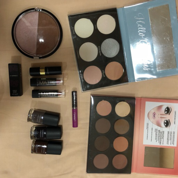 Used Makeup bundle - contour & glow kits in Dubai, UAE
