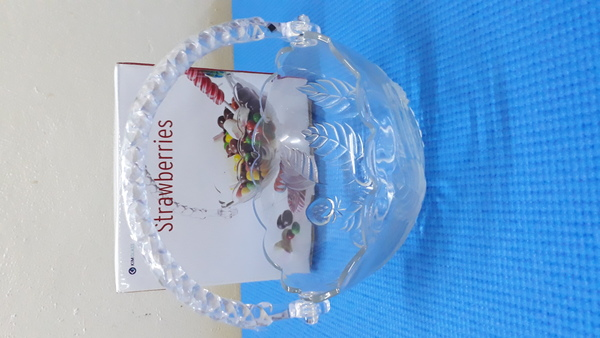 Used GLASS STAND BOWL..... in Dubai, UAE