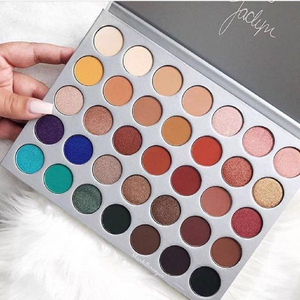 Used Morphe Jaclyn Hill 35 Eyeshades Pallete in Dubai, UAE
