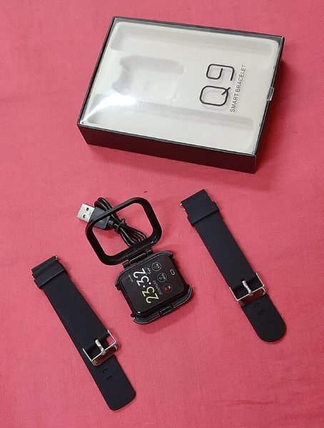 Used Q9 smart watch black ! in Dubai, UAE